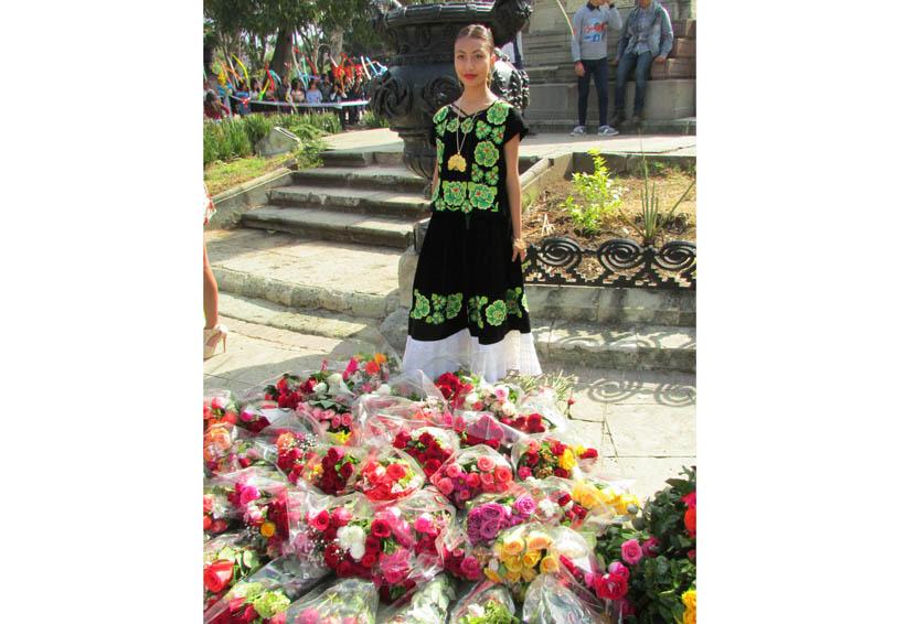 Cumple tradición Preparatoria N. 7 de Oaxaca