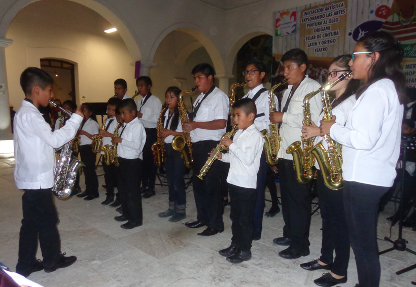 Ofrecen concierto en  unidad dos bandas en Tlaxiaco | El Imparcial de Oaxaca