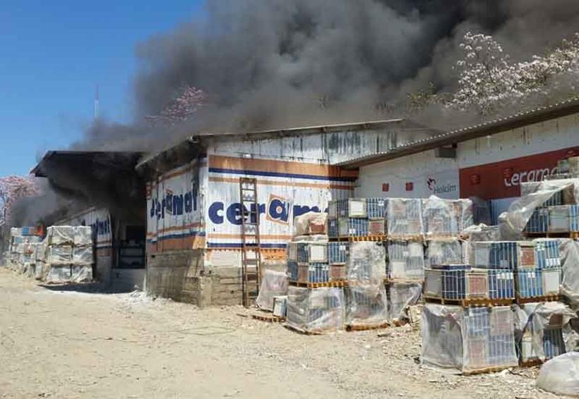Arde bodega de materiales de construcción | El Imparcial de Oaxaca