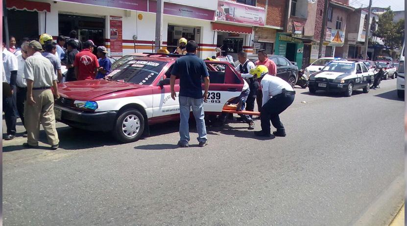 Choque de taxis deja seis heridos en el bulevar Guadalupe Hinojosa, Oaxaca | El Imparcial de Oaxaca