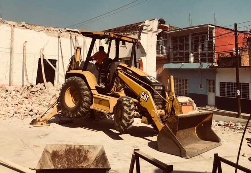 Demuelen edificios  en Santo Domingo Tehuantepec, Oaxaca