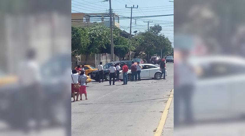 Chocan auto y camioneta en Salina Cruz, Oaxaca | El Imparcial de Oaxaca
