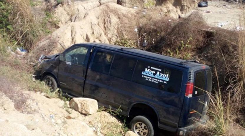 Grupo Mar Azul sale del camino rumbo a Pinotepa Nacional, Oaxaca | El Imparcial de Oaxaca