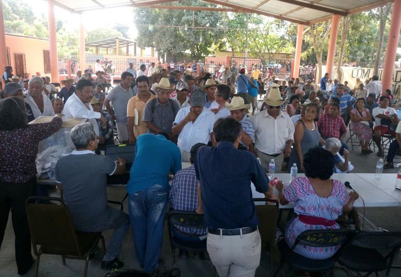 Eligen a nuevos líderes  comunales en Tonameca, Oaxaca