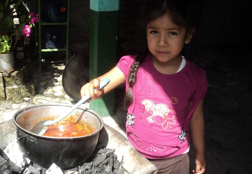 En Santa María Zacatepec inician video documental  de la gastronomía tacuate