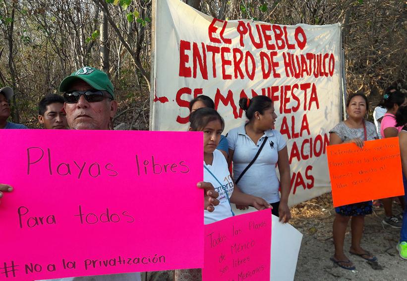 Exigen acceso libre a playas de Huatulco, Oaxaca