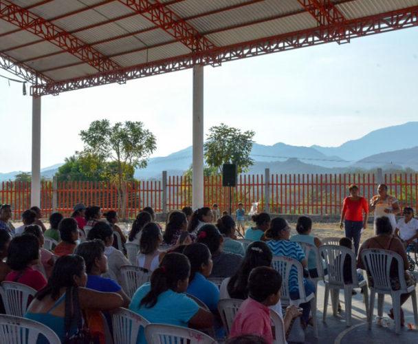 Huatulqueñas reciben  créditos a la palabra