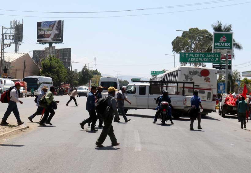 Golpean organizaciones a la sociedad oaxaqueña con bloqueos   El Imparcial de Oaxaca