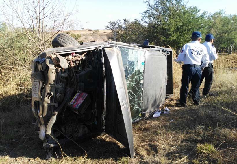 Volcadura deja daños en Ejutla   El Imparcial de Oaxaca