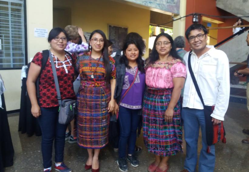 Mujer indígena, máxima escuela de la lengua nativa