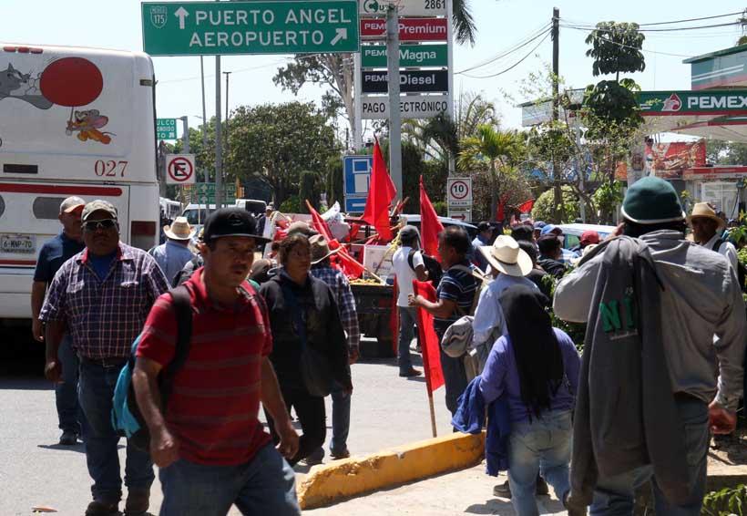 No da tregua el FPR; cierra intermitente crucero del Aeropuerto en Oaxaca | El Imparcial de Oaxaca