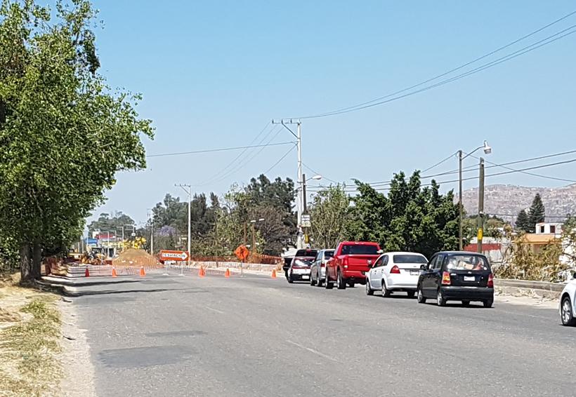 Obras, baches y bloqueos colapsan vialidades en Oaxaca | El Imparcial de Oaxaca