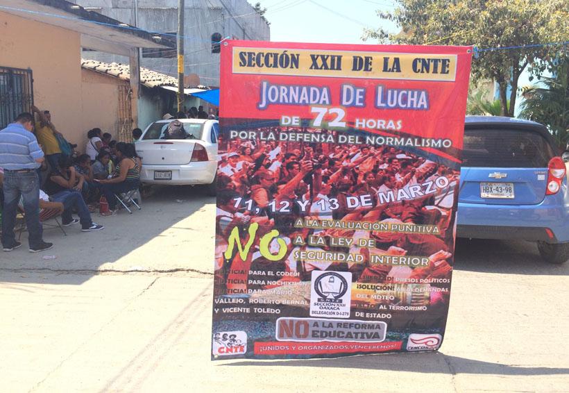 Profesores impiden labores  en oficinas gubernamentales de la Costa de Oaxaca