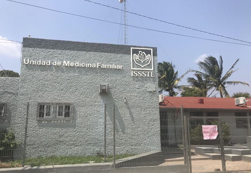 Realizan paro de labores en la  clínica del ISSSTE en Juchitán, Oaxaca