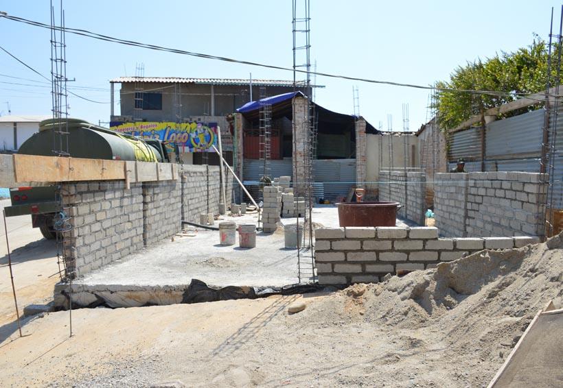 Reconstruyen viviendas  en Santiago Jamiltepec, Oaxaca
