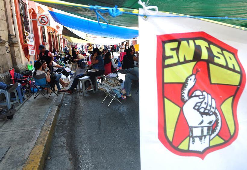 Mantienen protestas; continúa bloqueo en SSO | El Imparcial de Oaxaca