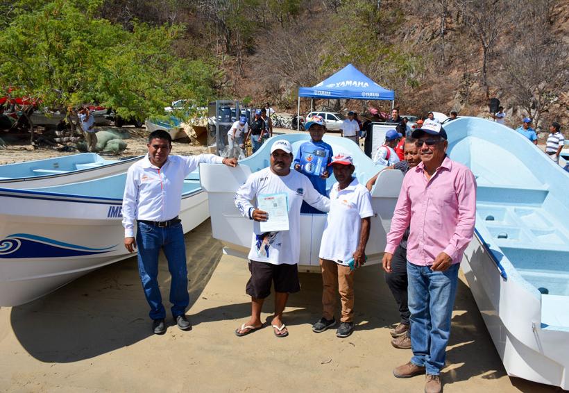 Pescadores reciben embarcaciones en Oaxaca | El Imparcial de Oaxaca