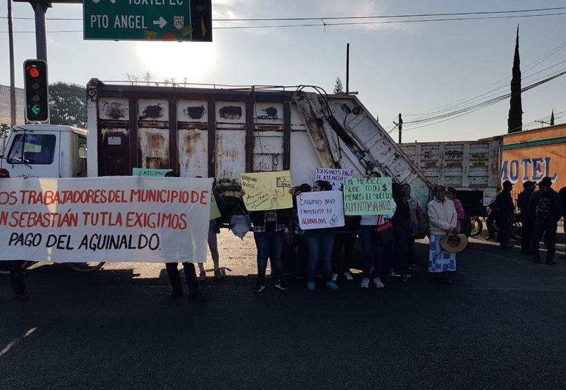 Arman bloqueo trabajadores de limpia de San Sebastián Tutla, Oaxaca | El Imparcial de Oaxaca
