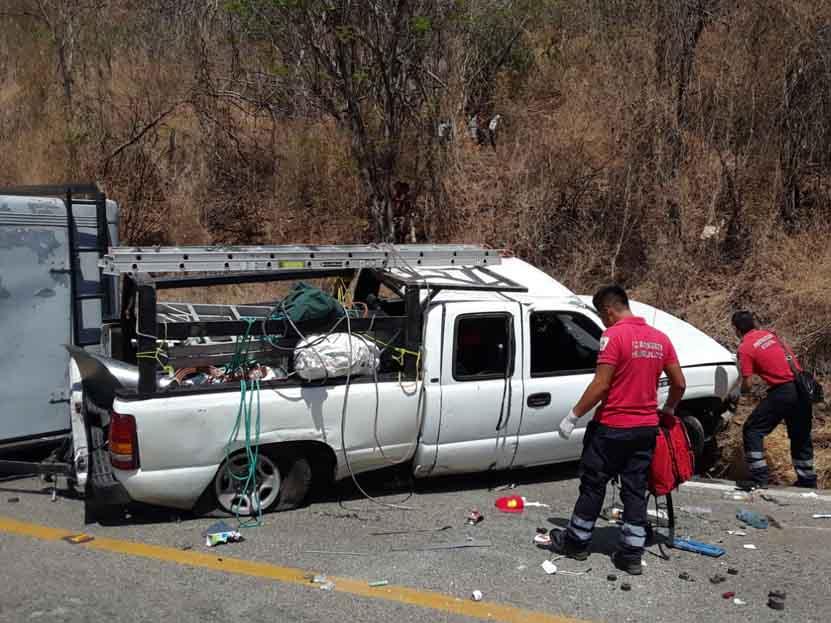 Vuelca con todo y remolque en Huatulco, Oaxaca | El Imparcial de Oaxaca