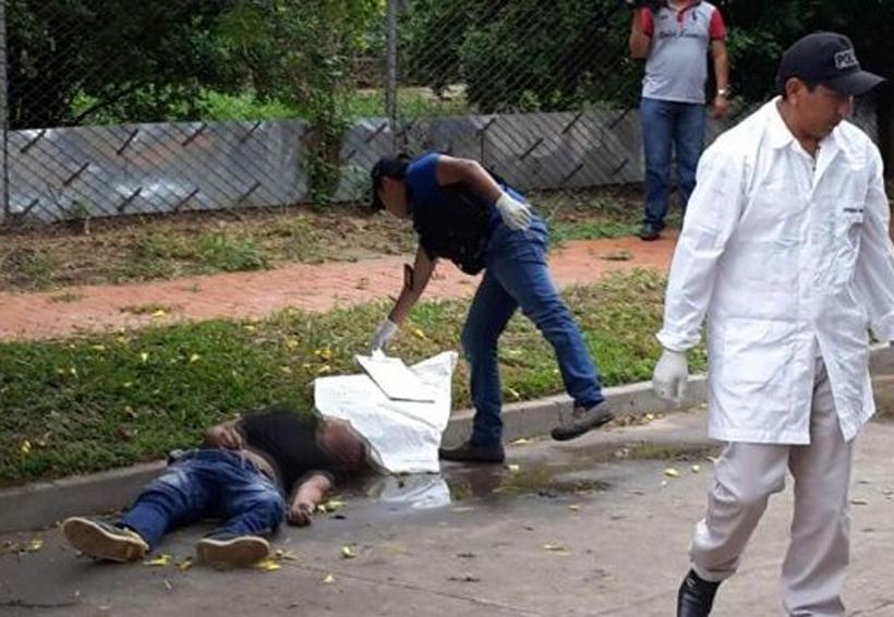 Atacan a balazos a hombre en colegio | El Imparcial de Oaxaca