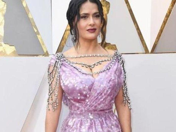 Esto costo el vestido de Salma Hayek para los Premios Oscar | El Imparcial de Oaxaca