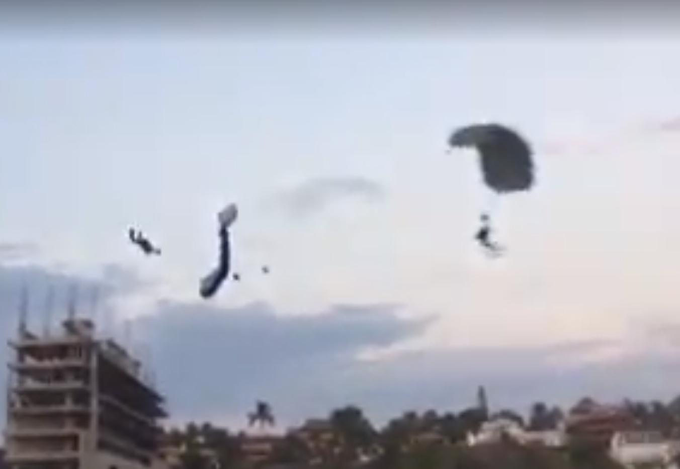 Muere mujer paracaidista al chocar con otro en Oaxaca