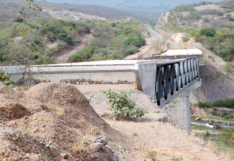 Súper carretera a la Costa: vía sin avance y sin destino | El Imparcial de Oaxaca
