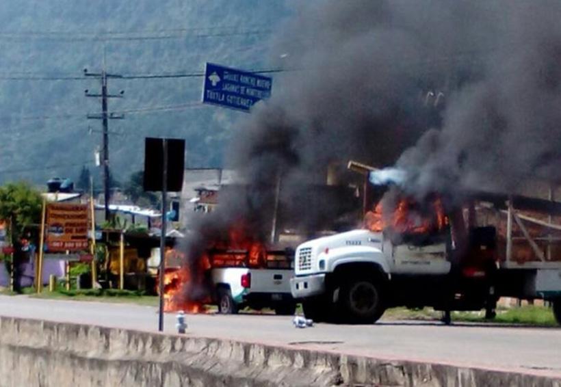 Bloquean carretera e incendian vehículos de CFE maestros en Chiapas | El Imparcial de Oaxaca