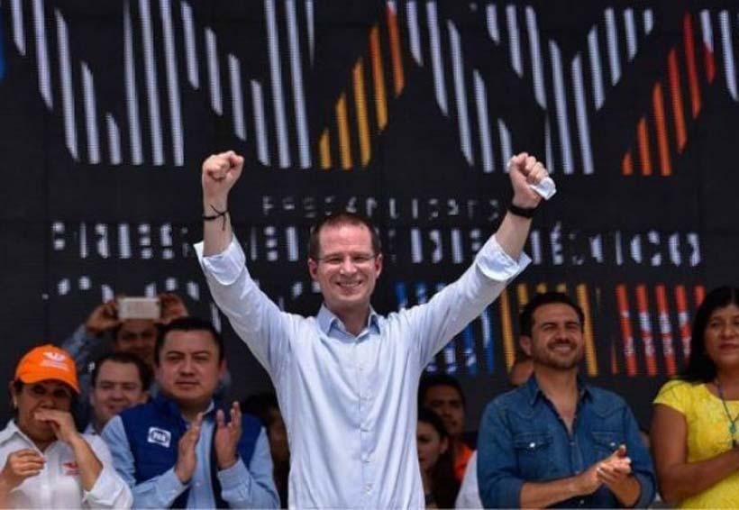 Video: Joven increpa a Ricardo Anaya  y lo cuestiona sobre acusaciones de corrupción en su contra | El Imparcial de Oaxaca