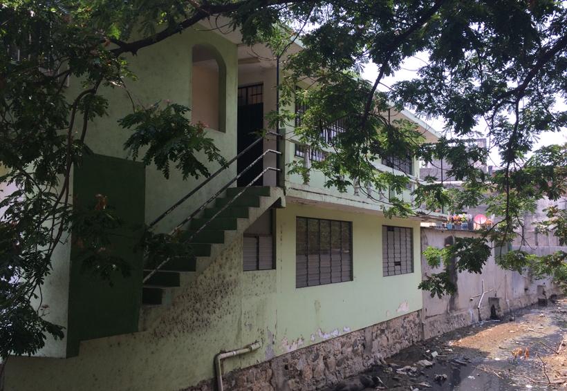 Abandonado el centro de  enseñanza en Pinotepa Nacional, Oaxaca