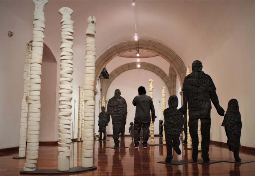 """Adán Paredes recrea la migración, el muro y """"la bestia"""""""