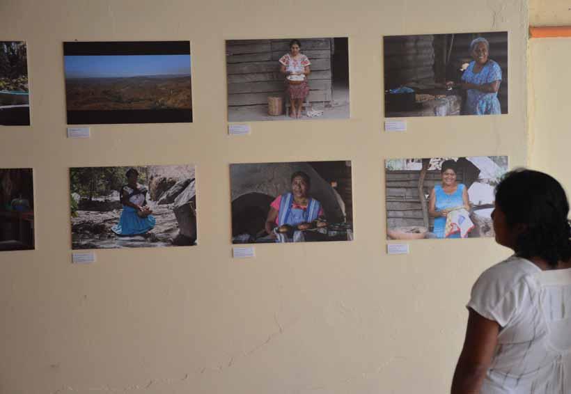 Artistas costeños exponen  obras plásticas en Tututepec, Oaxaca
