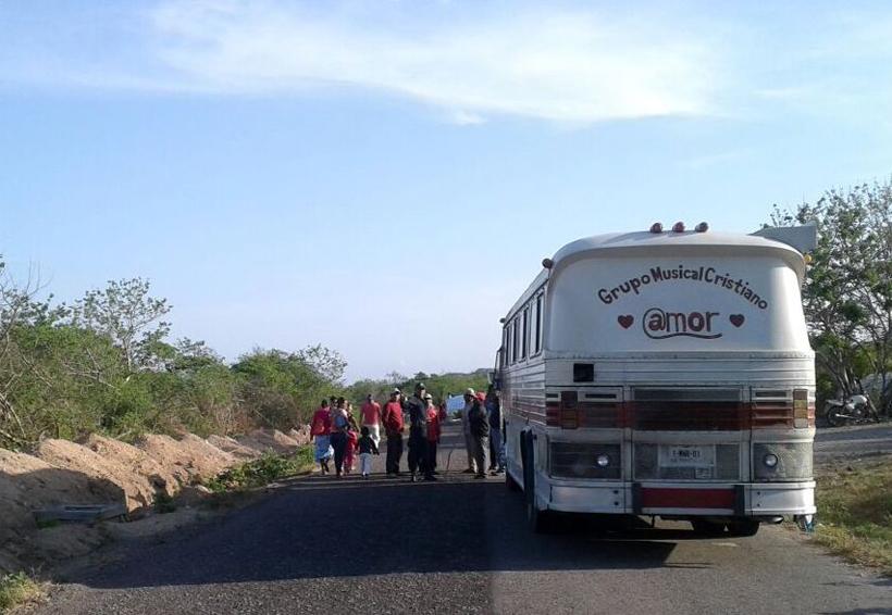 Bloquean camino a  San Dionisio del Mar, Oaxaca