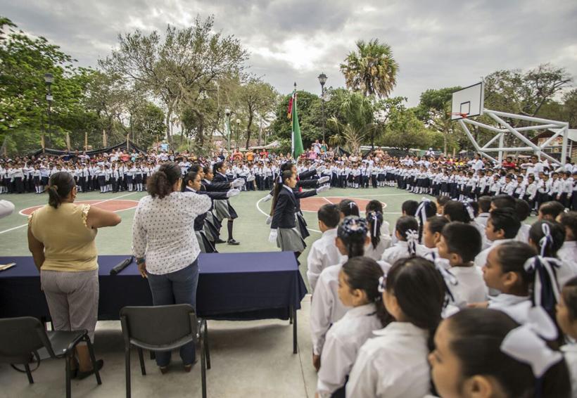 Con nuevas instalaciones reinician  clases en el Centro Escolar Juchitán, Oaxaca
