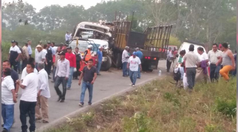 Choque entre autobús y camión cañero en la Cuenca del Papalóapam; un muerto 10 heridos | El Imparcial de Oaxaca