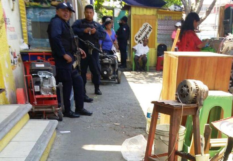 Desalojan a comerciantes  en el centro de Salina Cruz, Oaxaca