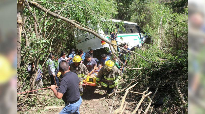 Volcadura de autobús deja casi 40 heridos en Oaxaca | El Imparcial de Oaxaca