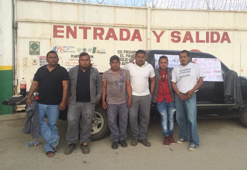 Empleados de Pinotepa Nacional exigen liquidación tras despido injustificado