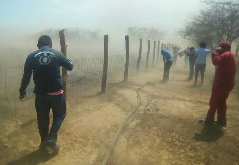 Incendio amenaza a Morro Mazatán, Oaxaca