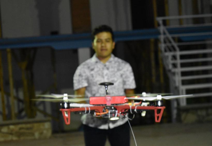 Jóvenes crean dron para proyectos sociales en Oaxaca