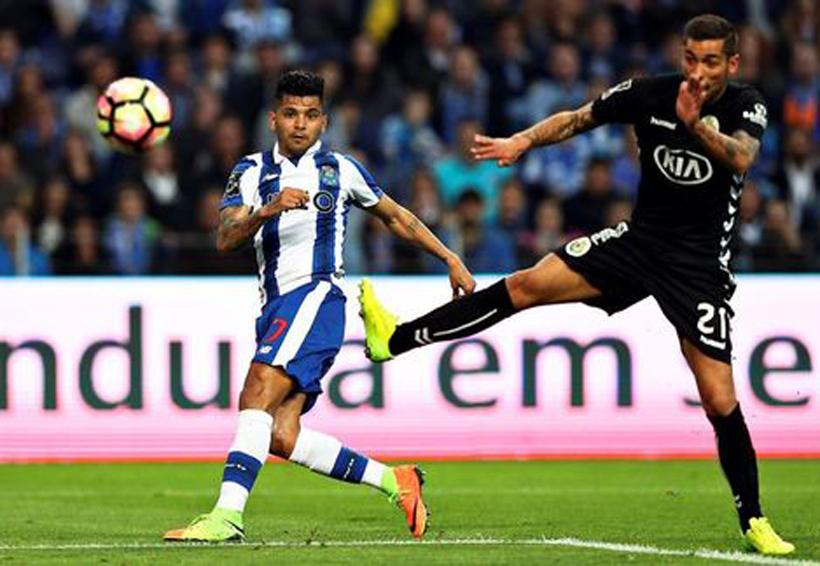Con gol de Corona, el Porto se acerca el título en Portugal; 5-1 | El Imparcial de Oaxaca