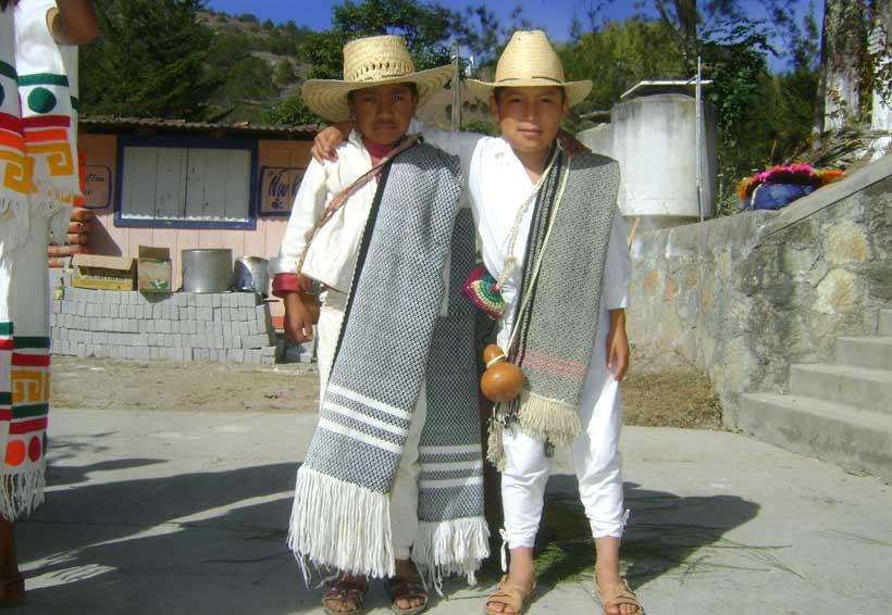 Niños de la Mixteca olvidan juegos tradicionales