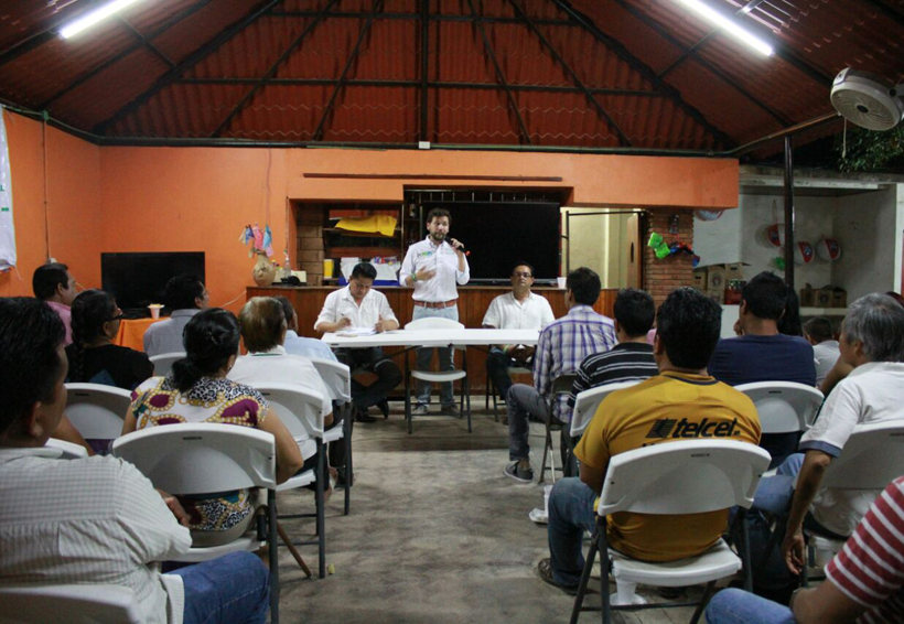 Priismo tehuano se  reúne con Pepe Estefan