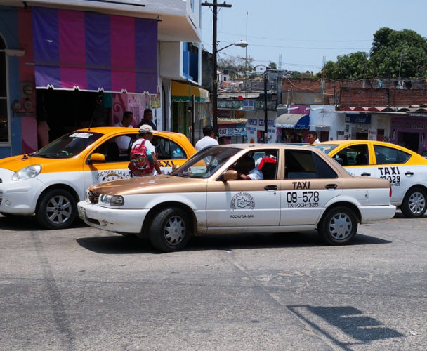 Reubican a taxistas foráneos  de la Costa de Oaxaca