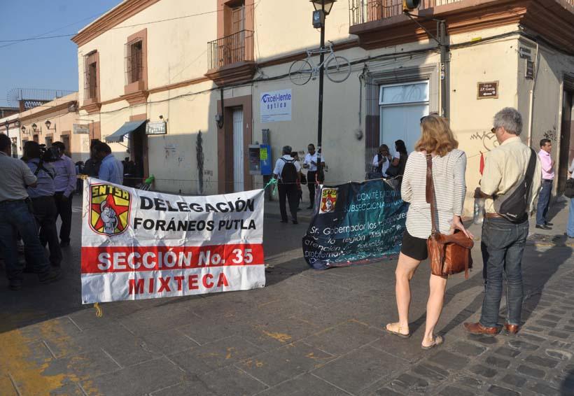 Vuelven a cerrar calles trabajadores de Salud en Oaxaca | El Imparcial de Oaxaca