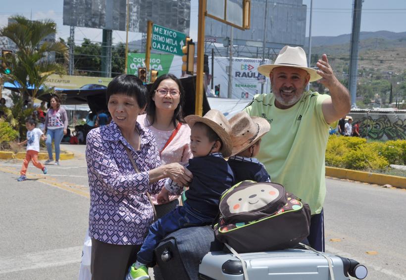 Molesta a turistas cierre de aeropuerto en Oaxaca | El Imparcial de Oaxaca