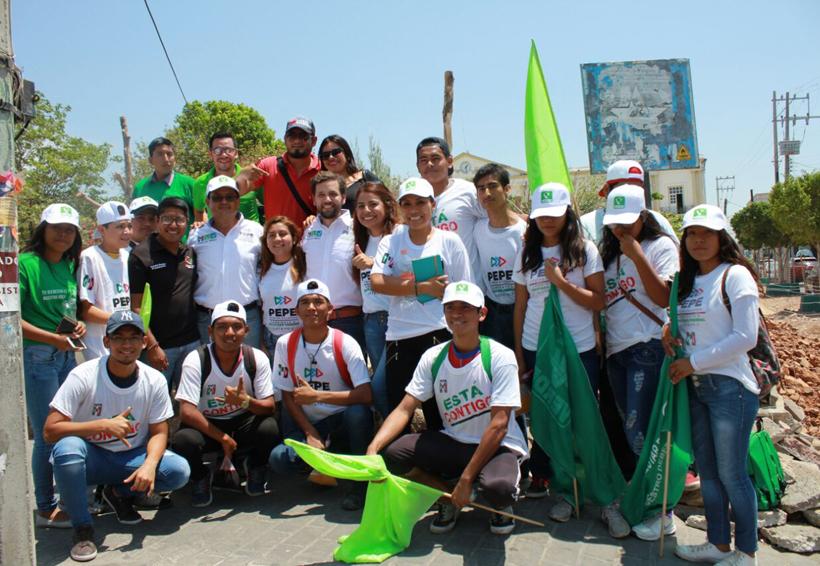 Pepe Estefan saluda a comerciantes de Santo Domingo Tehuantepec, Oaxaca