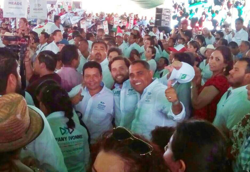 Acompaña Pepe Estefan a Meade en su visita a Puerto Escondido
