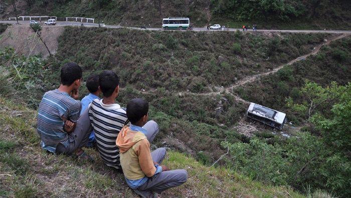 En la India, mueren 27 estudiantes al volcar autobús | El Imparcial de Oaxaca