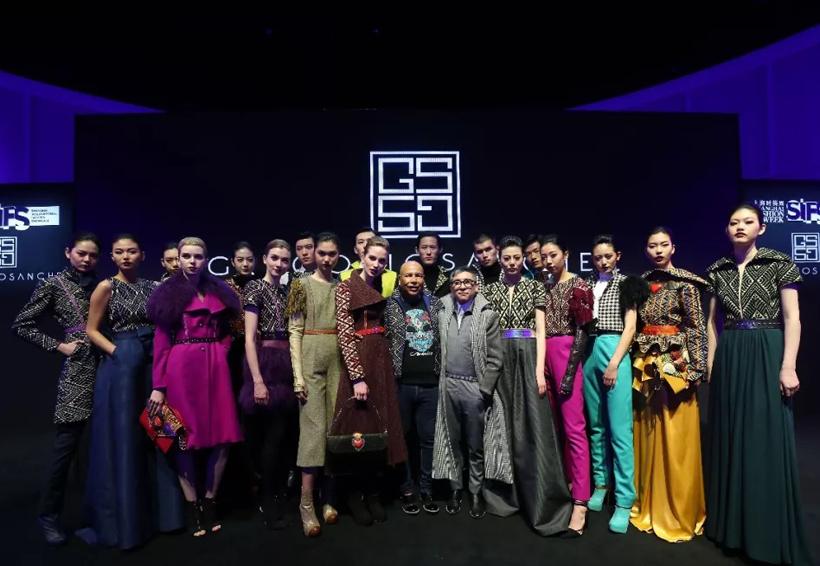 Gregorio Sánchez, primer diseñador mexicano en la semana de la moda de Shangai | El Imparcial de Oaxaca